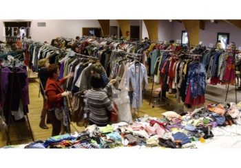 Des affaires en or à la bourse aux vêtements